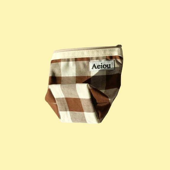 Aeiou Basic Pouch (M size)Brown soil check