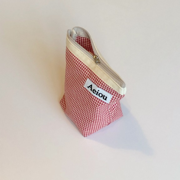 Aeiou Basic Pouch (M size)Red Candy Check