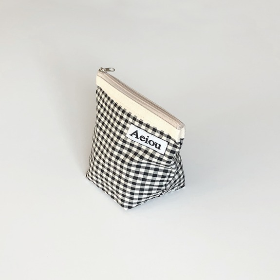 Out of stock / Aeiou Basic Pouch (M size)Black Ginghamcheck