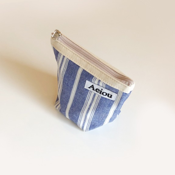 Aeiou Basic Pouch (M size)Blue Villa and Spa